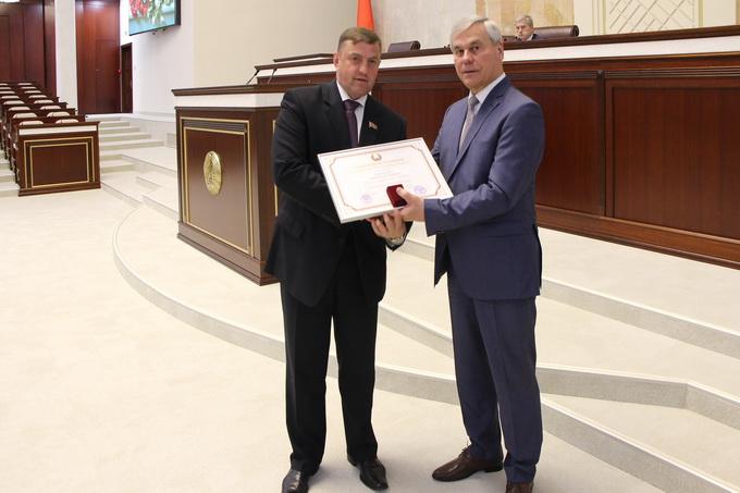 вручение Почетной грамоты Национального собрания